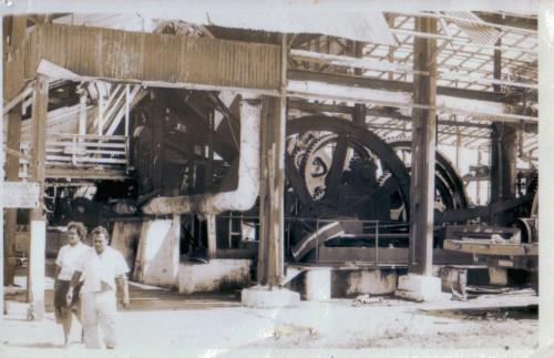 De fabriek te Waterloo, voor een deel al geplunderd